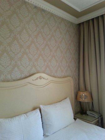 Raymond Blue Hotel: Rooms