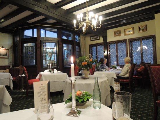 Auf Schönburg Burghotel und Restaurant: 部屋数が22あるので2回に分けてのサーブのようです。