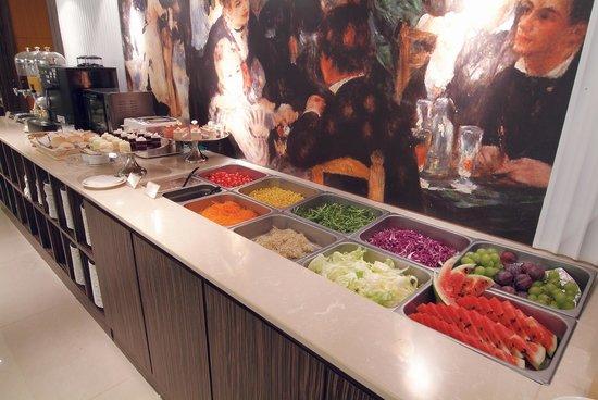 Chyuan Du Spring Resort: 早餐的蔬果沙拉吧 enjoy fresh salad bar in breakfast time