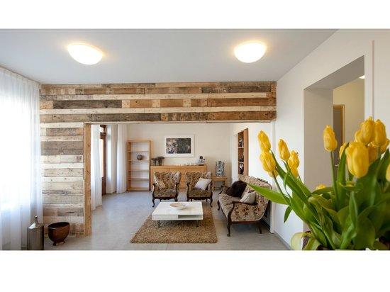 Torg Guesthouse: Reception - Lobby