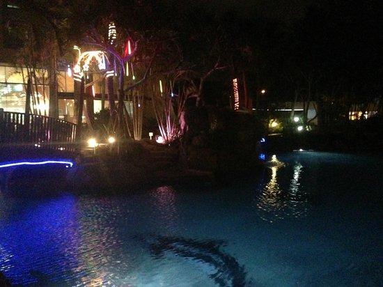 Mantra Crown Towers: Pool at night