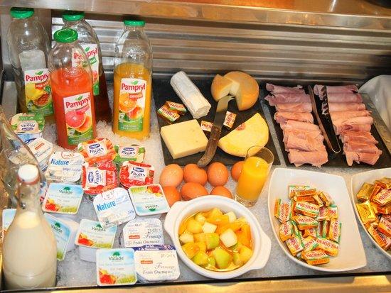 Comfort Hotel Grenoble Saint Egreve : breakfast