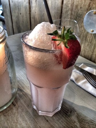 Bill's Restaurant: Pink Soda Float