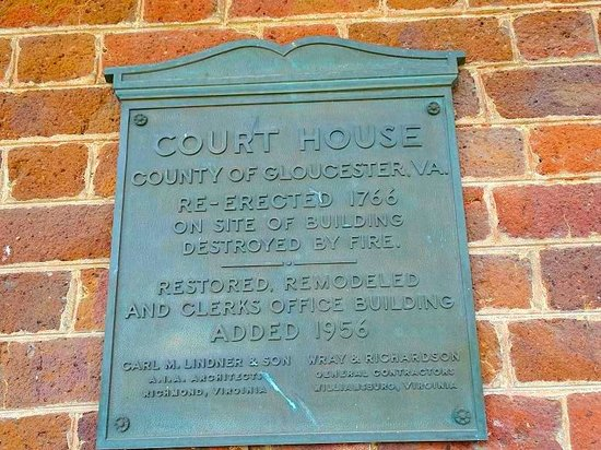 Gloucester Historic Court Circle: plaque on courthouse