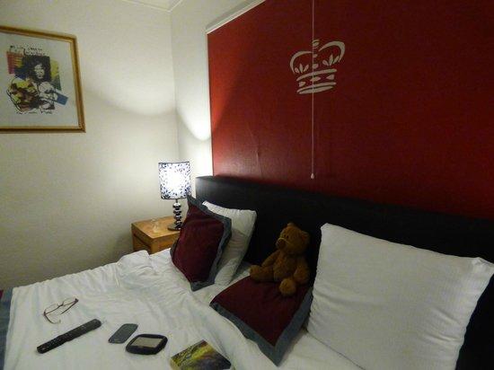 Hotel L'Eau Vive: Big comfy bed !