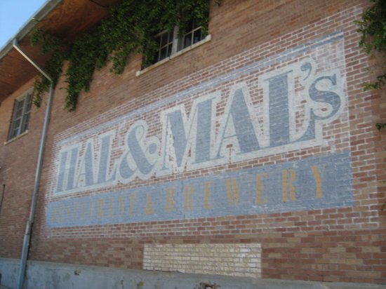 Hal & Mal's Restraurant : Outdoor signage