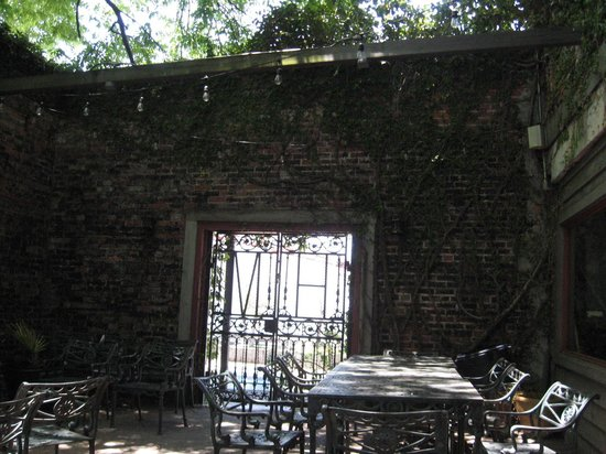Hal & Mal's Restraurant : Outdoor seating