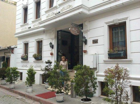 Maritime Hotel: Возле отеля