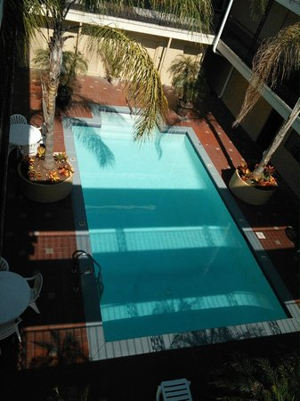 Super 8 New Orleans : Pool Area... Immaculate... Picture Perfect