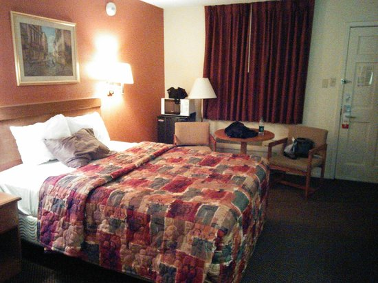 Super 8 New Orleans : Spacious Rooms... with all of the amenities