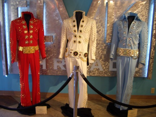 Graceland: Ein paar Kostüme