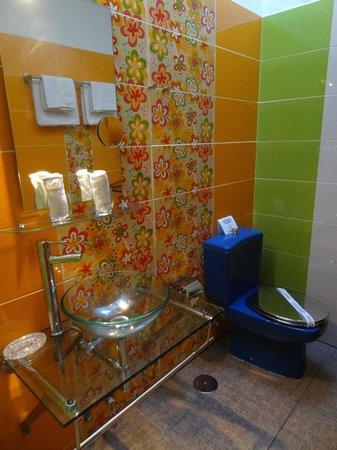 Birdcage Resort Gay Lifestyle Hotel: Bathroom (Dove Cage)
