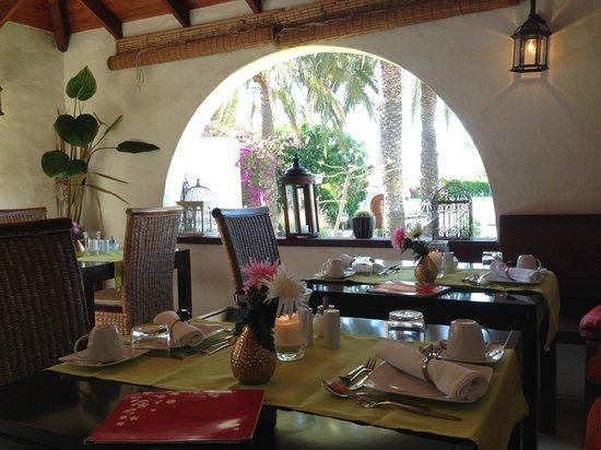 Birdcage Resort Gay Lifestyle Hotel: Breakfast