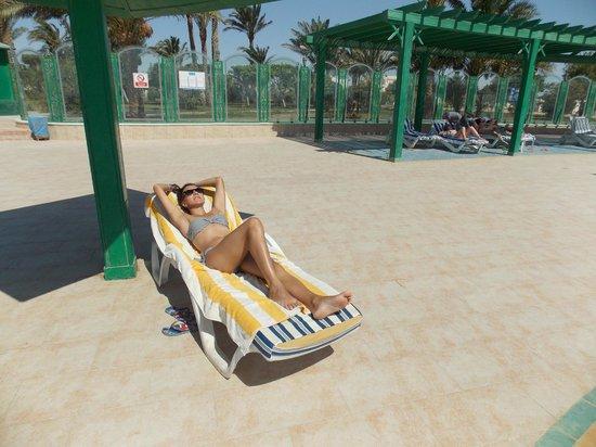Hurghada Marriott Beach Resort : выходя из номера можно было позагорать, не отдаляясь
