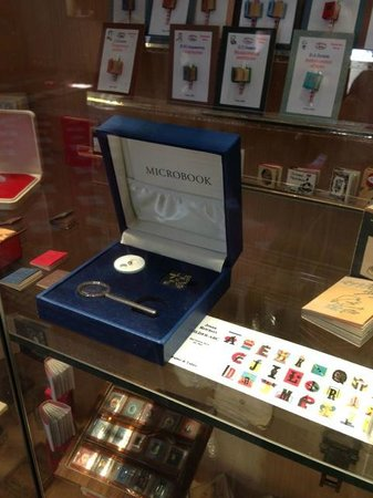 The smallest book in the world - Picture of Miniature Books