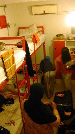 ETZzz Hostel: 6beds mixed dorm