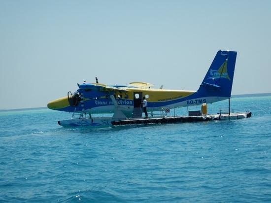 Vilamendhoo Island Resort & Spa : Arrival by seaplane