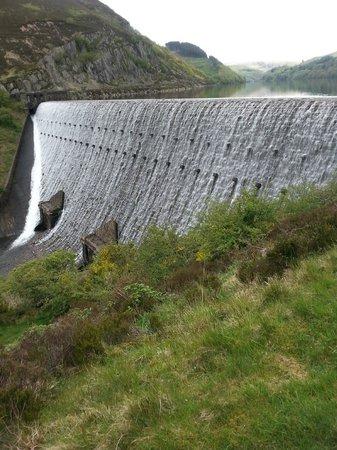 Luxury Lodges Wales: elan valley dam