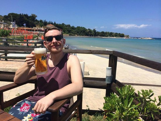 Boomerang Beach Bar : enjoying a mythos at boomerang