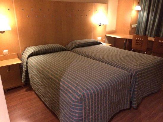 NH Barajas: Добирались до постелей уже поздно ночью
