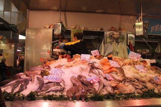 Plaza del Mercado (Placa del Mercat) : Sea food for sale