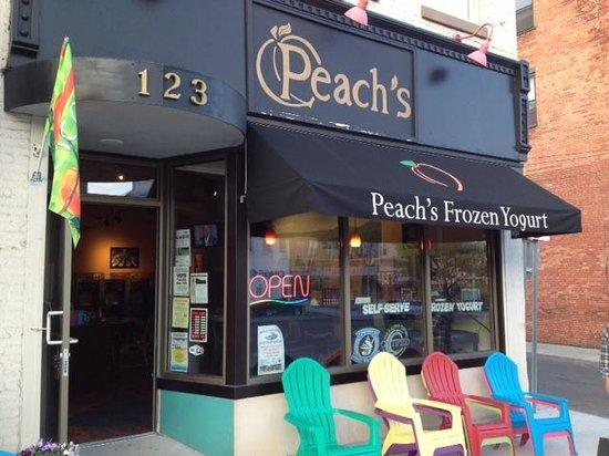 Peach's Frozen Yogurt: Front of Peaches
