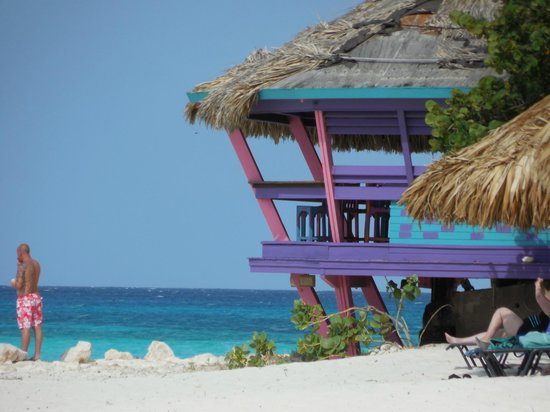 Tamarijn Aruba All Inclusive: Our favorite bar...steps from the room!