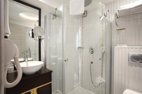 Ottoman Hotel Park: Standard Room Bathroom