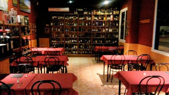 Restaurante Racó de Paco: Salon tipo taberna muy acogedor. ...
