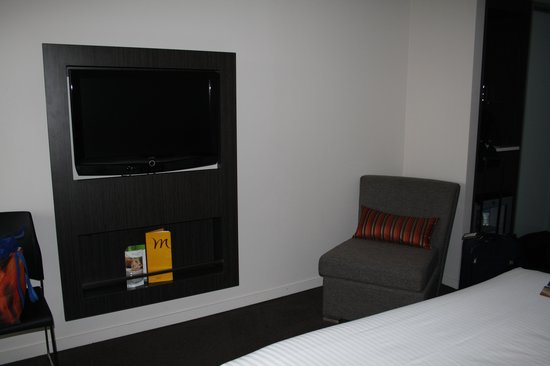 Mercure Sydney International Airport: new wall tv