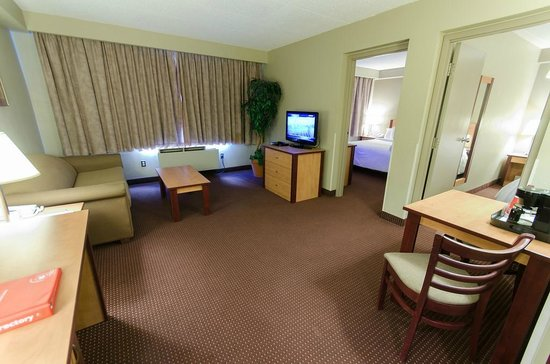 Canad Inns Destination Centre Transcona: Two Bedroom Suite