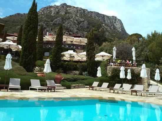 Hotel Il Pellicano: The heated salt water pool.