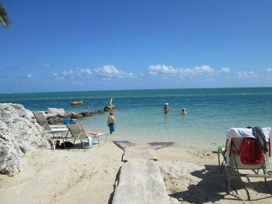 Postcard Inn Beach Resort & Marina : beach