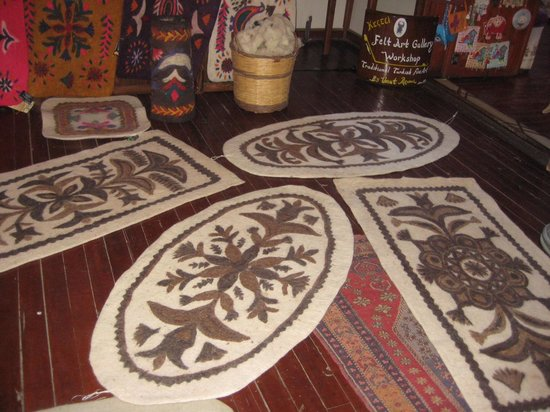Kusadasi Market: UMUT'S FELTED RUGS IN THE SHOP - NOT WHAT I RECEIVED