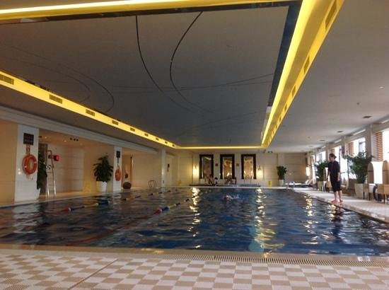 InterContinental Hotel Wuxi : Slippery pool