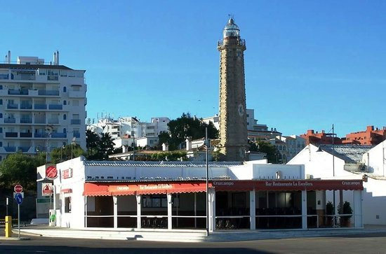 Restaurante La Escollera: La Escollera with the lighthouse in the background
