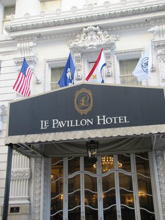 Le Pavillon Hotel: Side entrance on Baronne Street
