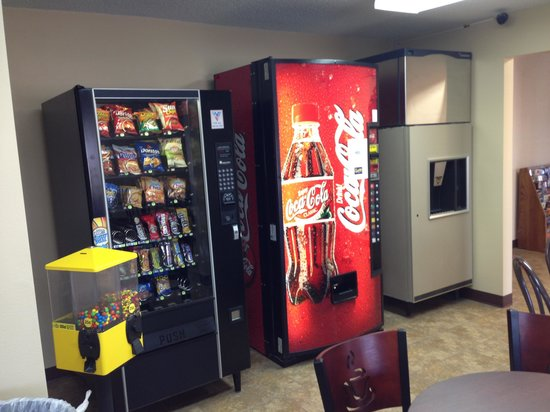 New Victorian Inn & Suites - Kearney: Ice machine and refreshments