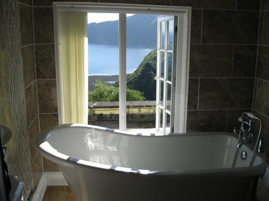 Lynton Cottage Hotel: From bathroom