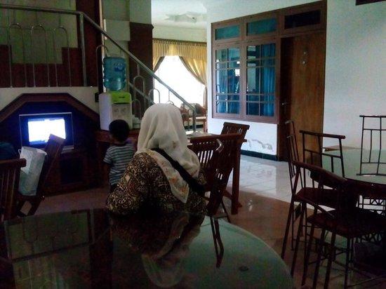 Kristina Hotel: Ruang santai ke arah lobby