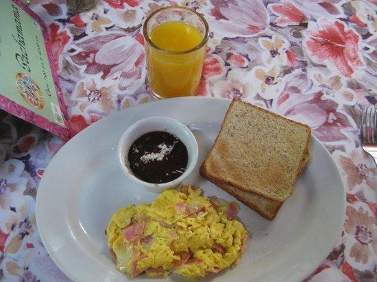 Eco-Hotel El Rey Del Caribe: Breakfast