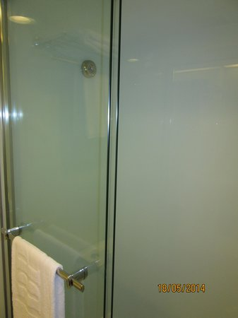 B P International: 洗面スペース(シャワーのみ)