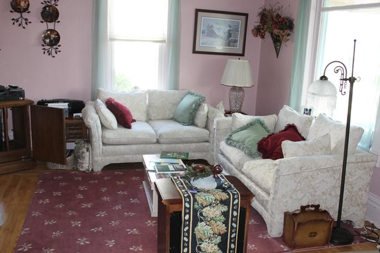 Neshkoro, WI: Quaint Sitting Room