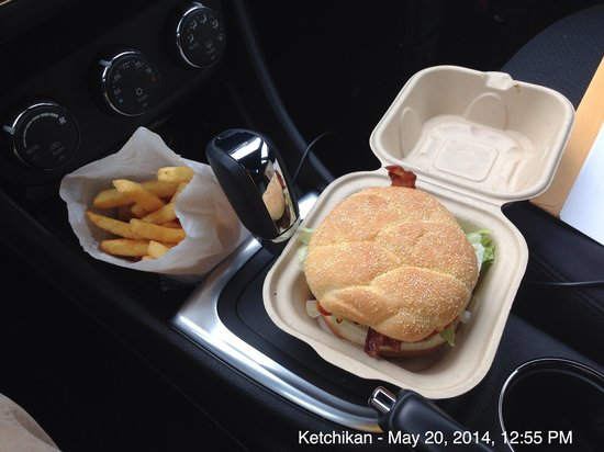 Rose's Caboose : Baconburger and fries