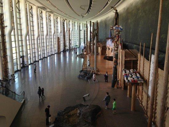 Musée canadien de l'histoire : grand hall des totems