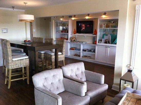 Sanderling Resort: Seating area beach house