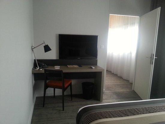 Best Western Plus Hotel & Spa de Chassieu: Bureau de la chambre, suite 35