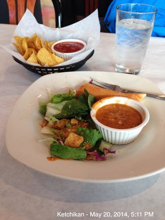 Ocean View Restaurante: Salad and chips/salsa!