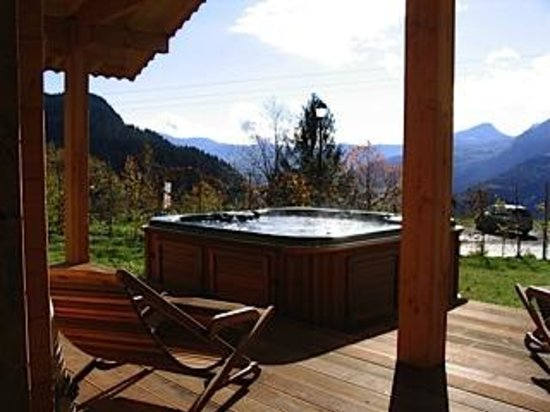 Chalet Calluna : The outdoor jacuzzi can be used summer and winter.