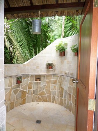 Ian Anderson's Caves Branch Jungle Lodge: outdoor shower (there is one in the suite also)